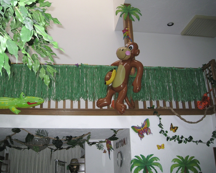 Funny Safari Decorations For Your Lively Interior: Rainforest Safari Decorations