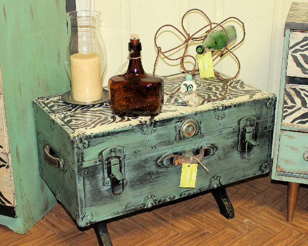 Innovative Repurposing And Rejuvenating Furniture With Appliques As Your Well Dressed Encouragement: Rejuvenated Trunk Coffee Table With Appliques