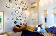 Astounding Round Beds For Amazing Bedroom Display: 27 Images : Round Bed And Circular Mirrors On The Walls Help Bring Back The 70s In Style