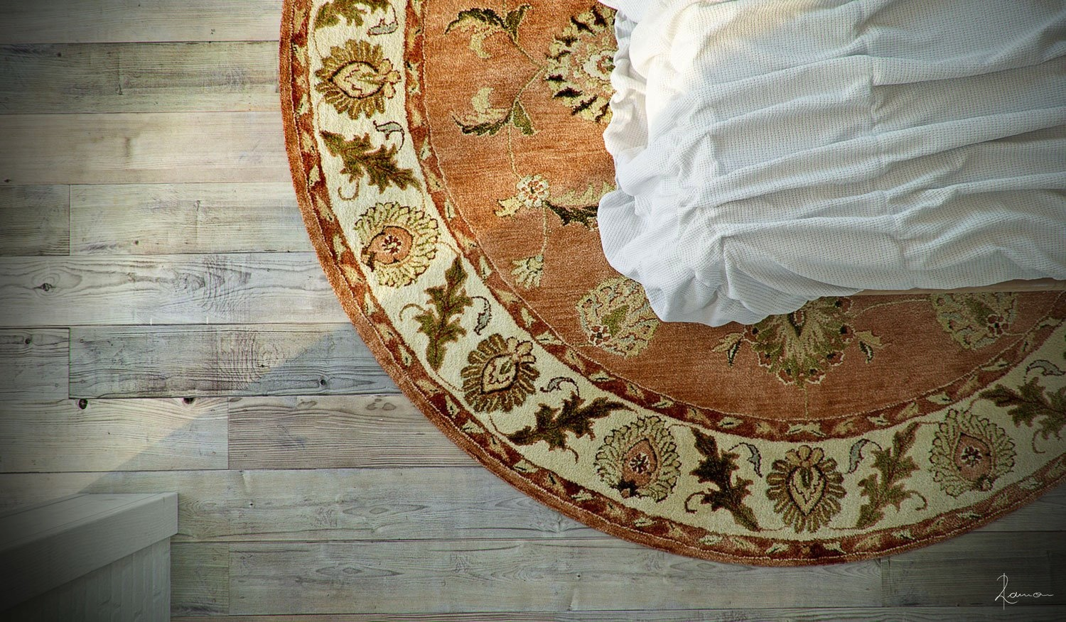 Industrial Bedroom Give You Artistic Feeling: Round Rug