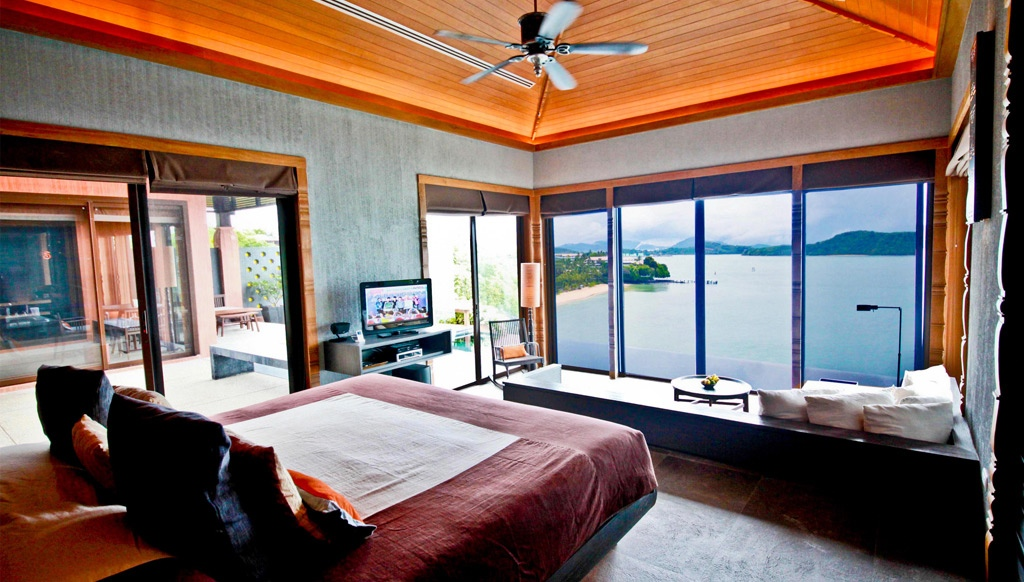 Poolside Bedroom: Waking Up In The Ocean: Sea View Bedroom