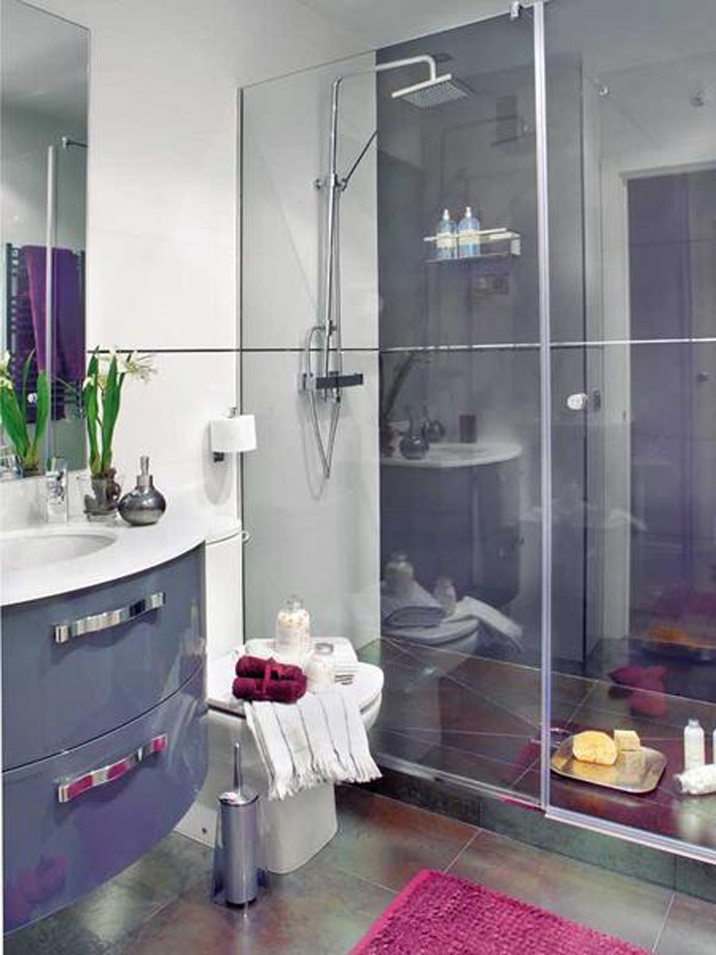 Beautiful Small Bathrooms For Small Houses : Sharp Plain Minimalist Bathroom Decor