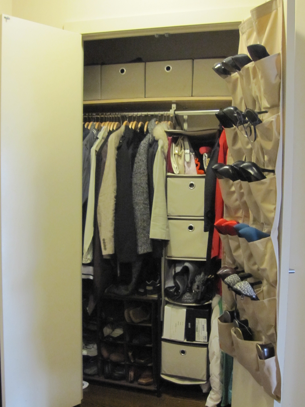 Closet Ideas For Small Bedrooms With Classy Look: Simple Wall Mounted Hanging Shoe Storage