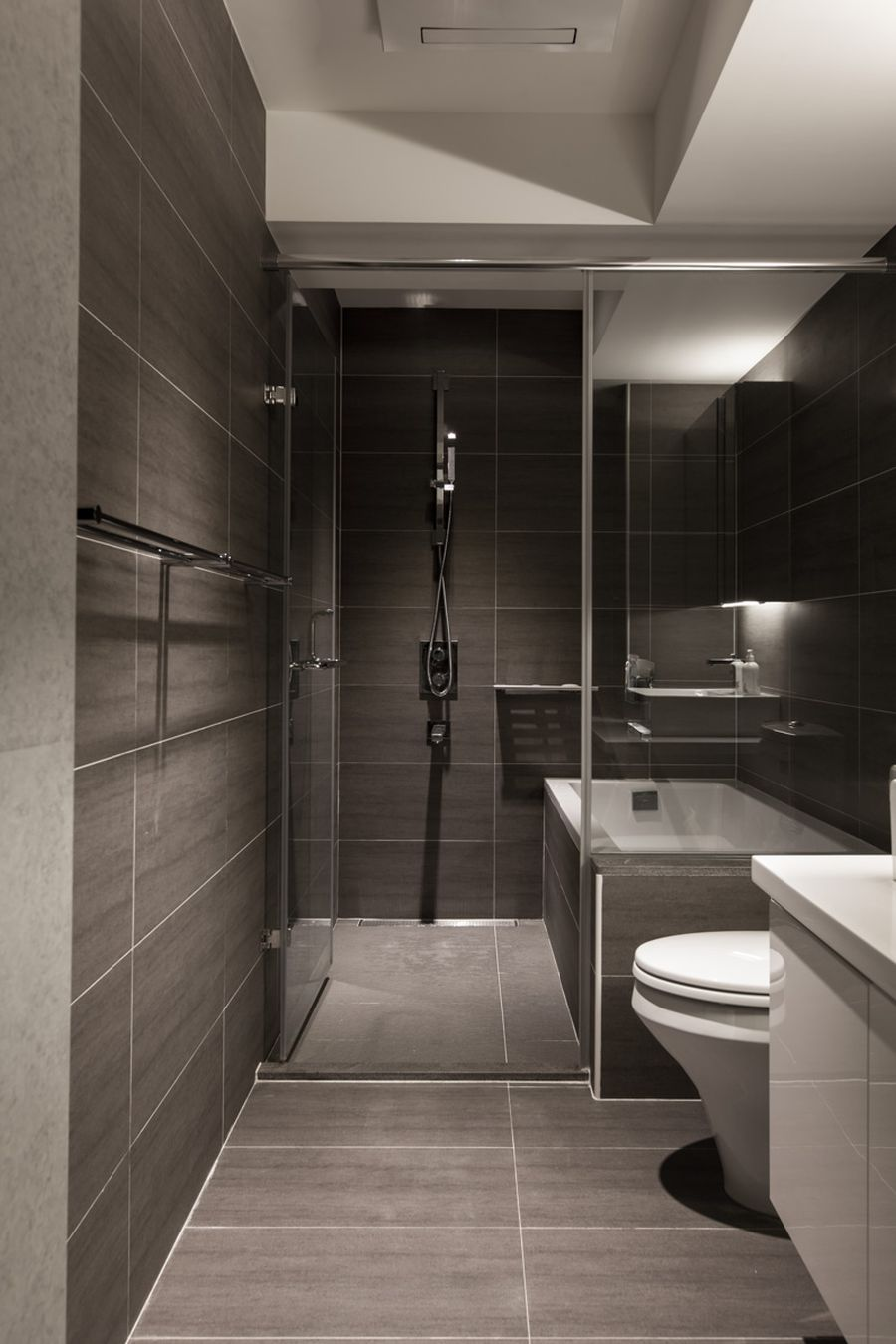 Fantastic Homey Contemporary Apartment Drive You Endure Staying There: Sleek Bathroom In Gray Slate