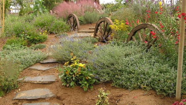 Garden Art Design Inspirations: 37 Astounding Ideas: Smart Use Of Wagon Wheels To Create A Distinct And Natural Landscape