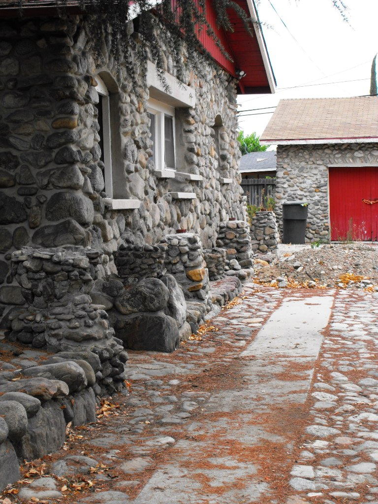Strengthen Your Exterior Design With Natural Rock Siding For Houses : Stone Siding  Ideas