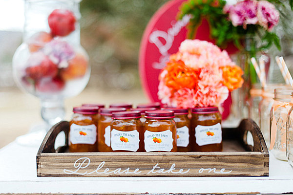 Summer End Party For Unforgettable Moment : Stunning Peach Jam Party Favor With Flower And Wooden Tray1