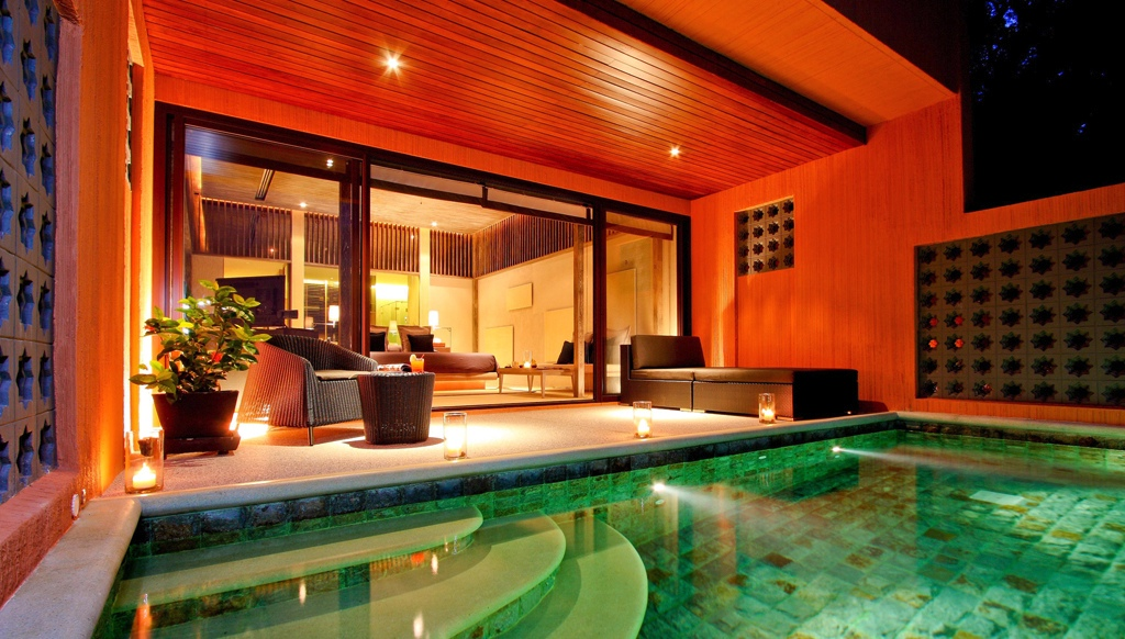 Poolside Bedroom: Waking Up In The Ocean: Swimming Pool Steps