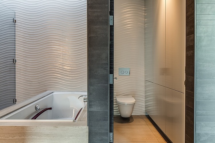 Stunning Inspirations For Home Renovation From Portola Valley House : Textured Tiles Inside The Bathroom