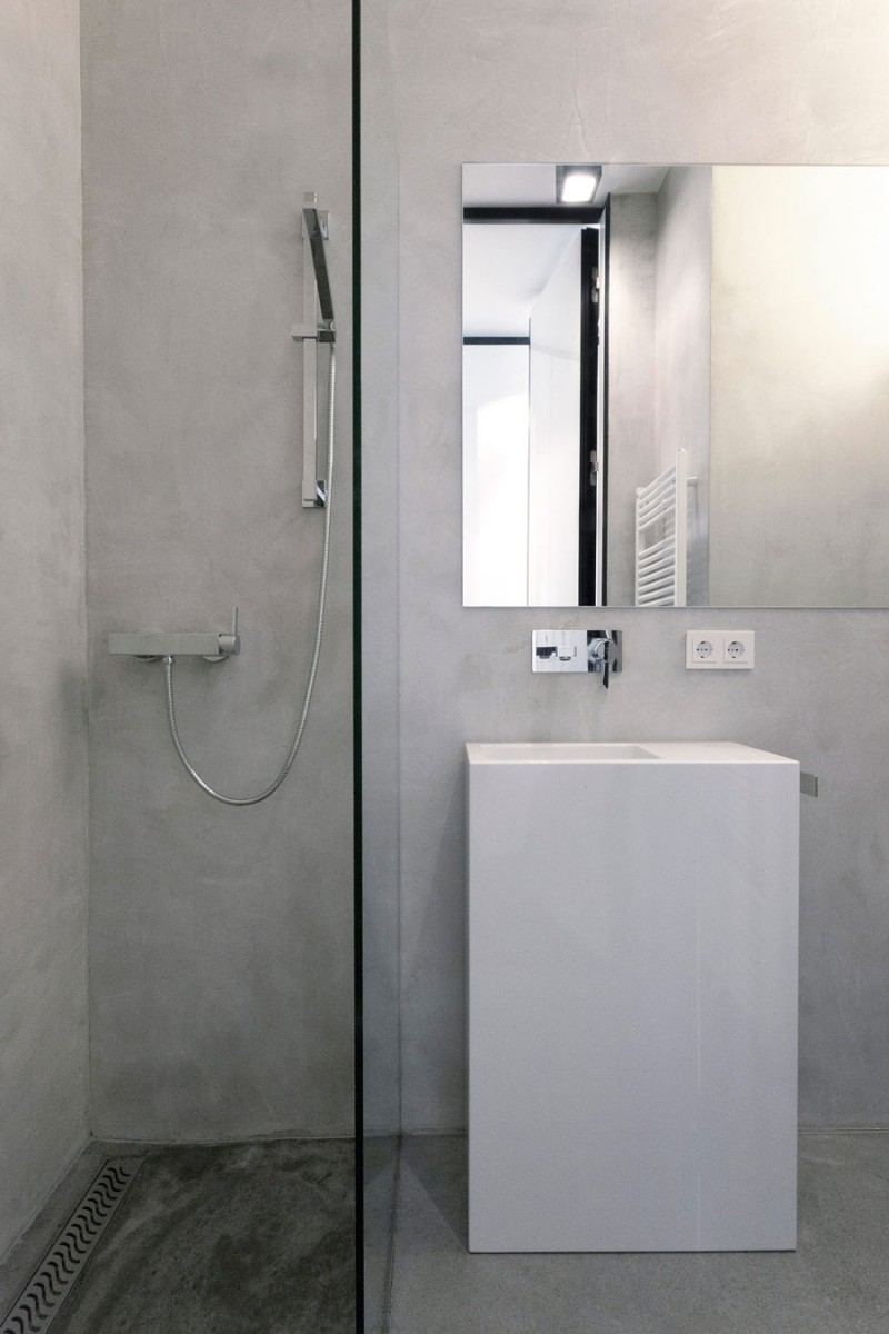 Monochrome Modern Apartment With Round Edge: Tiny Nic Nlab House Bathroom Interior Featured With Glass Enclosed Shower And Free Standing Vanity With Frameless Mirror