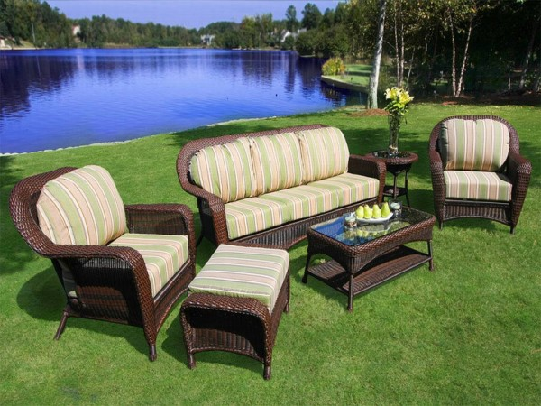 Wicker Outdoor Furniture: Choosing The Right One : Tortuga 5 Pc Lexington Resin Wicker Patio Set