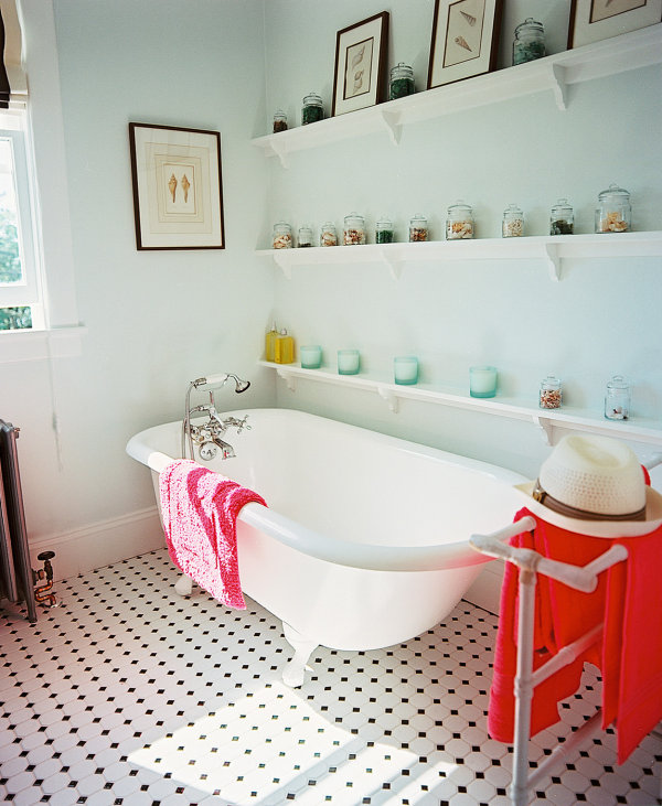 Amazing Tropical Bathroom Design Comes With The Unexpected Idea : Traditional Beachy Bathroom