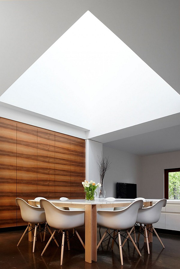 Chic Design Of Semi Minimalist House: Ultra Modern Dining Table
