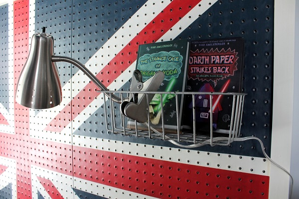 Fabulous Diy Decor Inspirations You Can Do By Yourself: Union Jack Pegboard Headboard Small Bookshelf And Chrome Wall Lamp