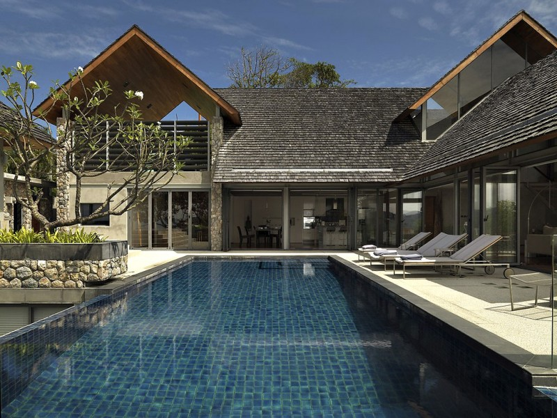 Fantastic Contemporary Villa Design Offers Classy Facilities: Villa With Transparent Glazed Wall And Infinity Pool