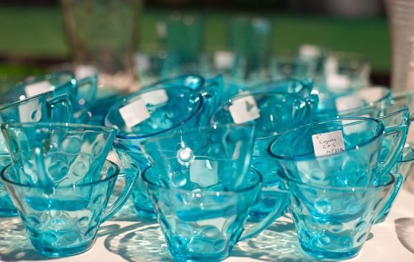 Classic Vintage Item To Decorate Your Space : Vintage Glassware At The Brimfield Antique Festival