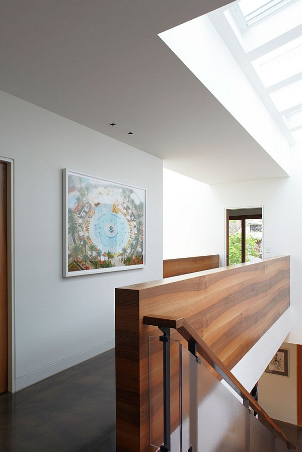 Chic Design Of Semi Minimalist House : Wood Placqued Staircase