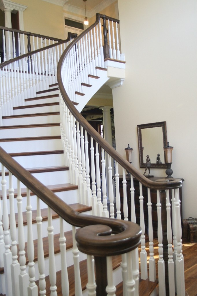 Wooden Handrails As Ornaments: Wooden Handrailing Design Idea