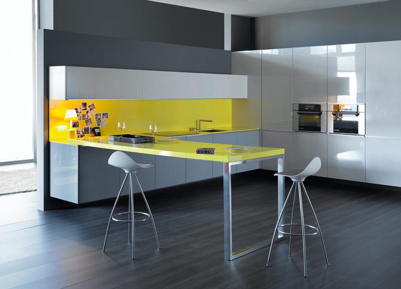 Modified Kitchen Ideas : Yellow Feature Kitchen